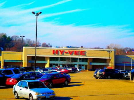 """File:Hy-Vee - panoramio.jpg"" by Corey Coyle is licensed under CC BY 3.0"